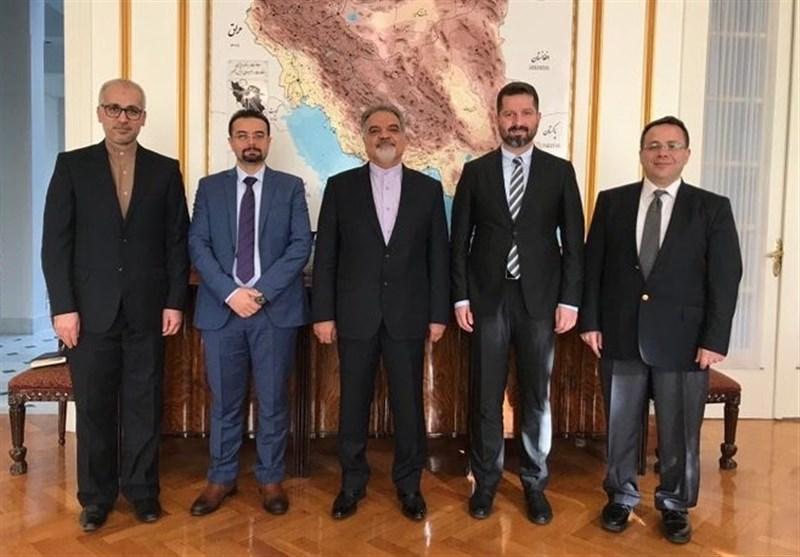 دیدار اعضای مرکز مطالعاتی ایران و آنکارا با سفیر کشورمان