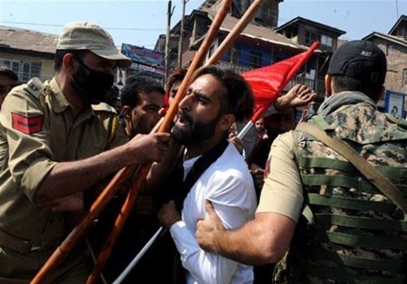 کشمیری ها باز هم ضمن شکستن حکومت نظامی علیه هند تظاهرات کردند