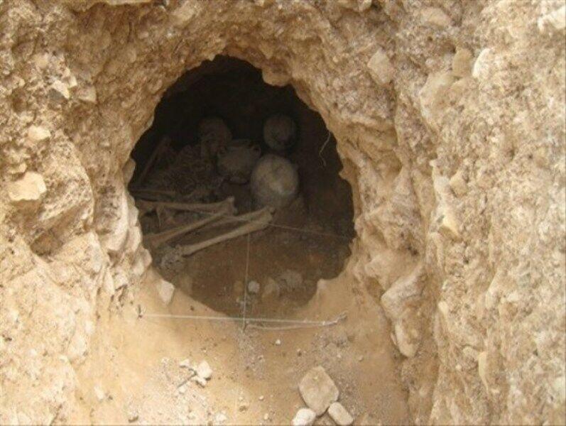 گور دخمه های لیار سنگ بن بجا مانده از دوره اشکانی ، تدفین در داخل گور دخمه تا چه زمانی رواج داشت؟
