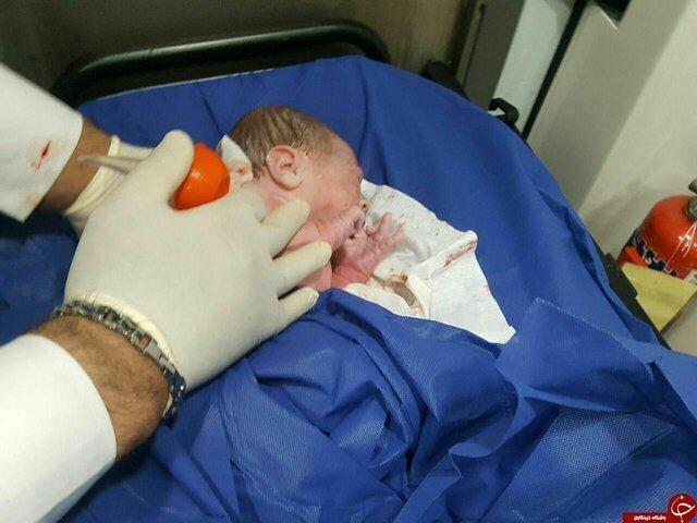 تولد دختر عجول طرودی در آمبولانس