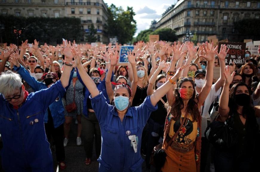 اعتراض زنان علیه وزیر کشور جدید فرانسه (