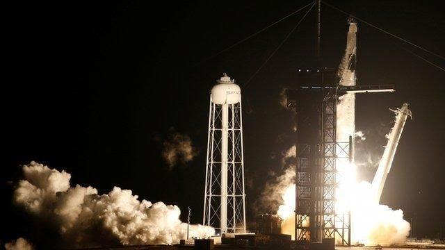 پرتاب پیروز تاکسی فضاییِ اسپیس ایکس با چهار مسافر