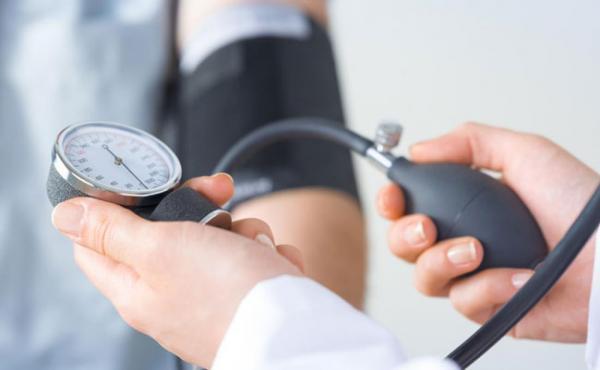 فشار خون بارداری؛ انواع، علائم و درمان