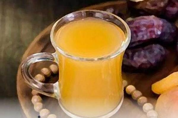 ضرورت نوشیدن حداقل 8 لیوان مایعات از افطار تا سحر